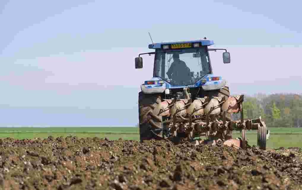 Conduite de tracteurs et autres mat riels agricoles que dit la loi juridique cgo - Cars et les tracteurs ...